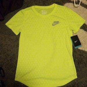 Nwt Nike run womens dri fit tee reflectors recycle